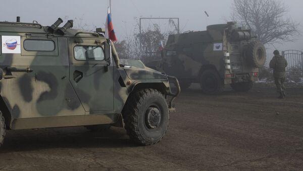 Российские миротворцы на блокпосту №6 на въезде в город Шуша - Sputnik Грузия