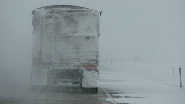 ათობით ავტომობილი თოვლის გამო ავარიაში მოყვა - ვიდეო - Sputnik საქართველო