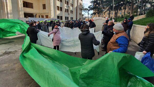 Акции протеста. Оппозиция ставит новые палатки у здания парламента Грузии 24 декабря 2020 год - Sputnik Грузия