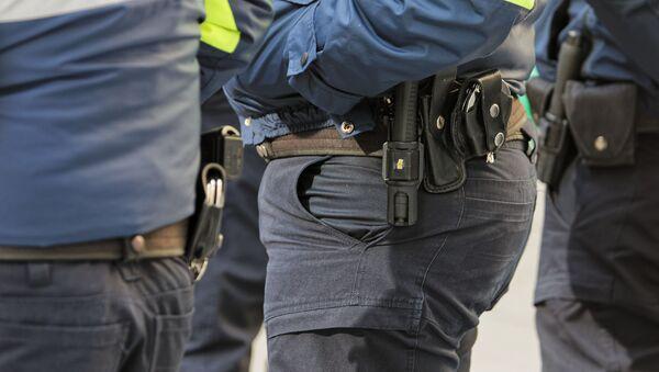 Патрульная полиция - пистолеты и наручники - Sputnik Грузия