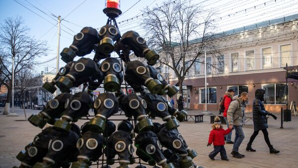 Рождественская елка из противогазов в Рязани  - Sputnik Грузия
