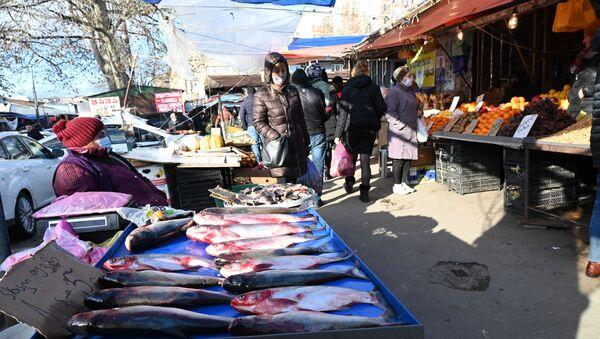Торговля на рынке. Новогодний базар - Sputnik Грузия