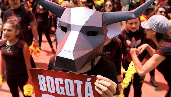 Участник акции протеста против сезона корриды в Боготе, Колумбия - Sputnik Грузия