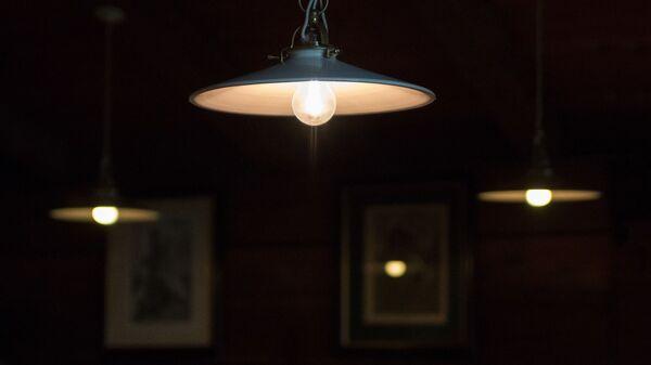 Светильник в комнате - Sputnik Грузия