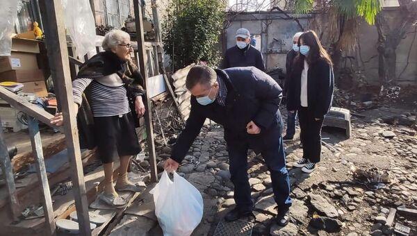 Лидер Европейской Грузии Давид Бакрадзе на свою депутатскую зарплату помогает нуждающимся - Sputnik Грузия