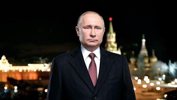 Президент России Владимир Путин во время новогоднего обращения к россиянам в канун 2018 года - Sputnik Грузия