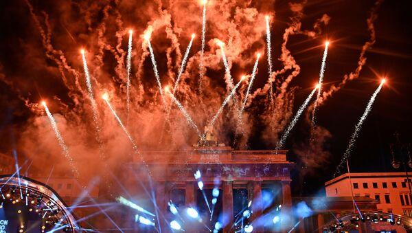 Салют во время празднования Нового 2021 года в Берлине  - Sputnik Грузия