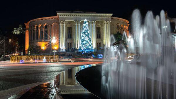 Новогодний Кутаиси - украшения и иллюминация в городе, новогодняя елка - Sputnik Грузия