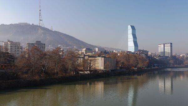 Вид на город Тбилиси - набережная и гора Мтацминда - Sputnik Грузия