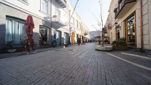 Пустые улицы. Закрытые кафе, бары и рестораны в квартале Новый Тифлис - Sputnik Грузия