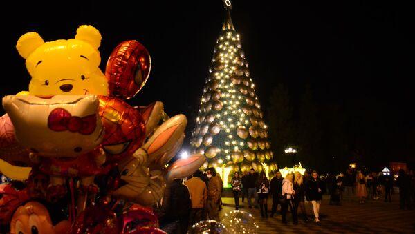 Новогодние украшения и иллюминация в Батуми. Новогодняя елка - Sputnik Грузия