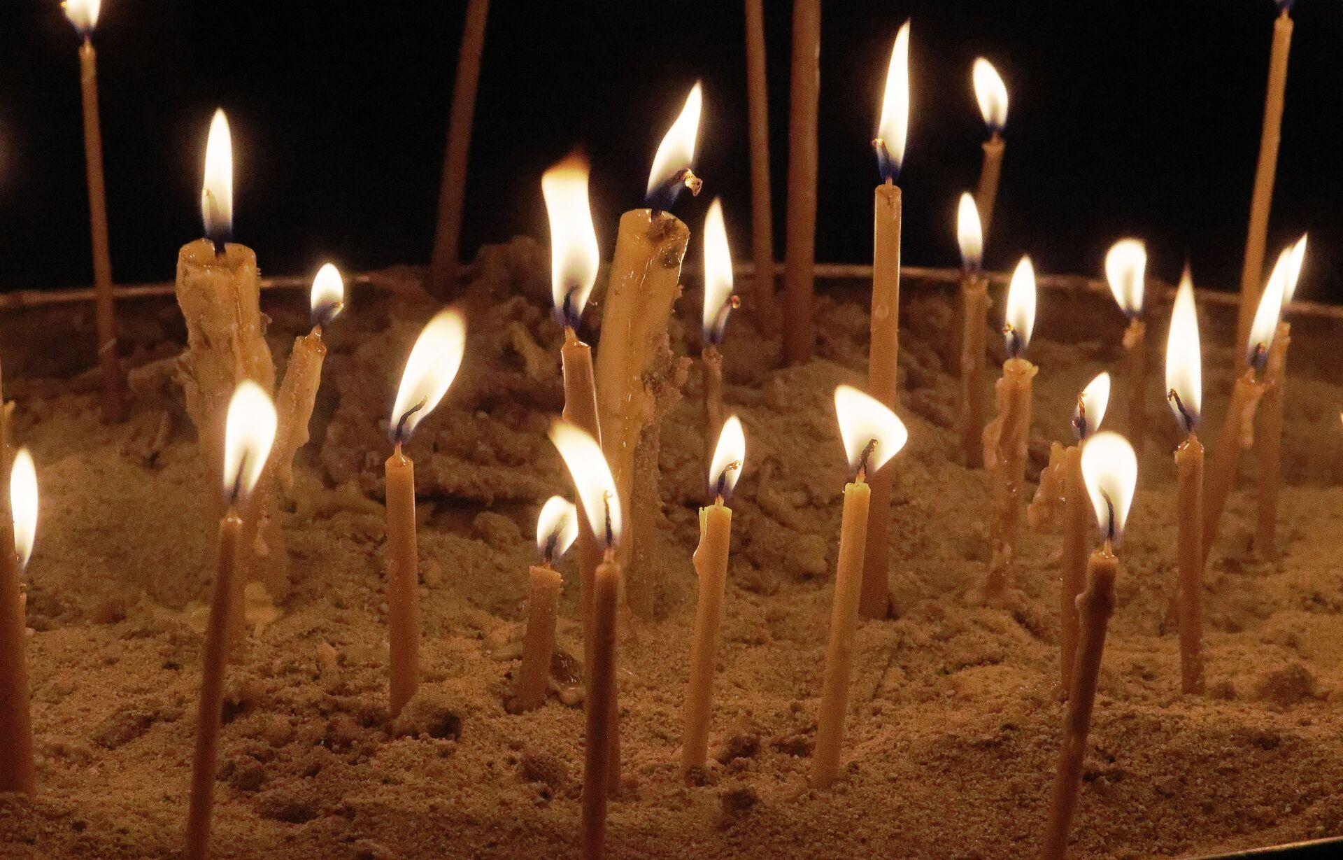 Религия и православие. Горящие свечи - Sputnik Грузия, 1920, 21.09.2021