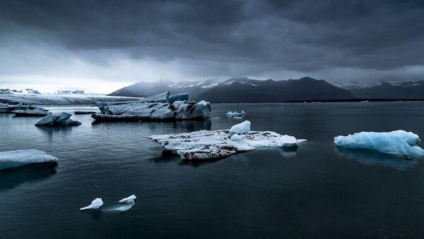 Тающий ледник, архивное фото - Sputnik Грузия