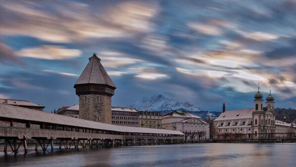 Люцерн – небольшой швейцарский город на берегу одноименного озера, окруженный покрытыми снегом горами. Он известен своими хорошо сохранившимися памятниками средневековой архитектуры - Sputnik Грузия