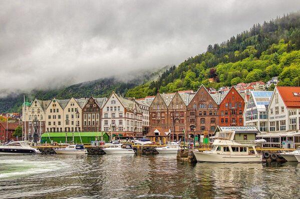 Берген - второй по величине город Норвегии, столица фюльке Хордаланн и крупнейший город Западной Норвегии. Расположен на западе страны, на берегу Северного моря в регионе Мидтхорланн. Средневековая набережная Бергена является одним из объектов всемирного наследия ЮНЕСКО - Sputnik Грузия
