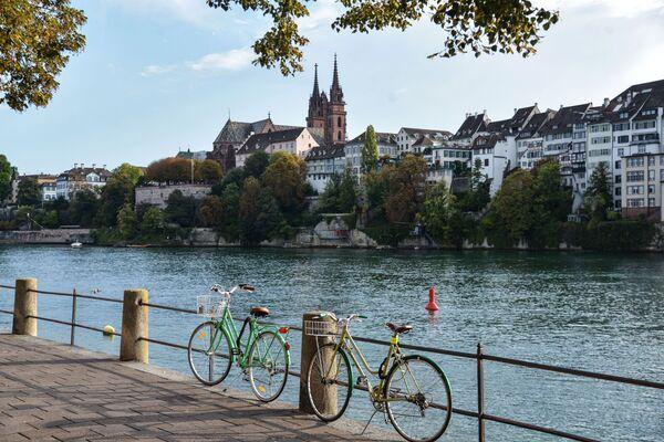 Базель – это город на реке Рейн на северо-западе Швейцарии, недалеко от границ с Францией и Германией. Сердце средневекового Старого города – Рыночная площадь, на которой возвышается ратуша XVI века из красного песчаника   - Sputnik Грузия