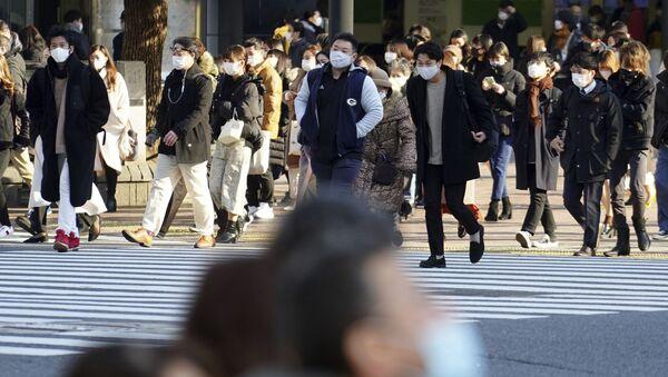 Пандемия коронавируса COVID 19 - жители Токио в масках - Sputnik Грузия