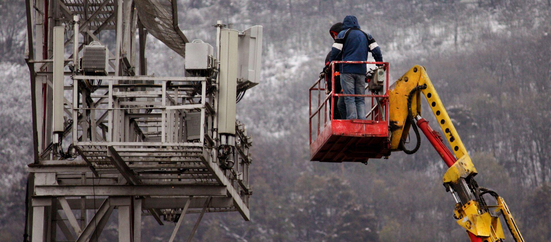 Работа во время пандемии - ремонтные работы на большой высоте - Sputnik Грузия, 1920, 21.02.2021