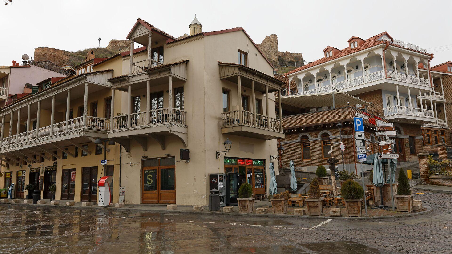 Тбилиси в пасмурную погоду - район Абанотубани и Калаубани. Городская архитектура, старые дома - Sputnik Грузия, 1920, 13.09.2021