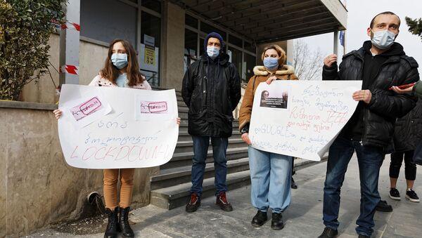 Пикет против ограничений из-за коронавируса у здания минздрава Грузии 28 января 2021 года - Sputnik Грузия