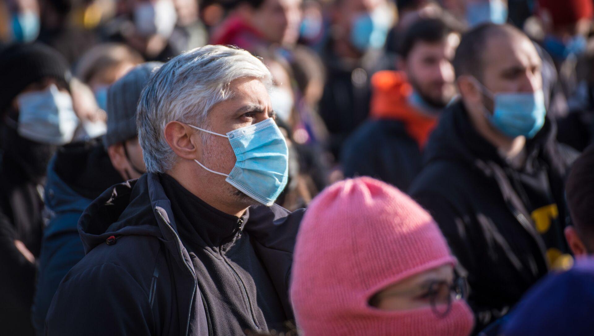 Акция протеста против ковид-ограничений 30 января 2021 года. Протестующие в масках - Sputnik Грузия, 1920, 01.02.2021