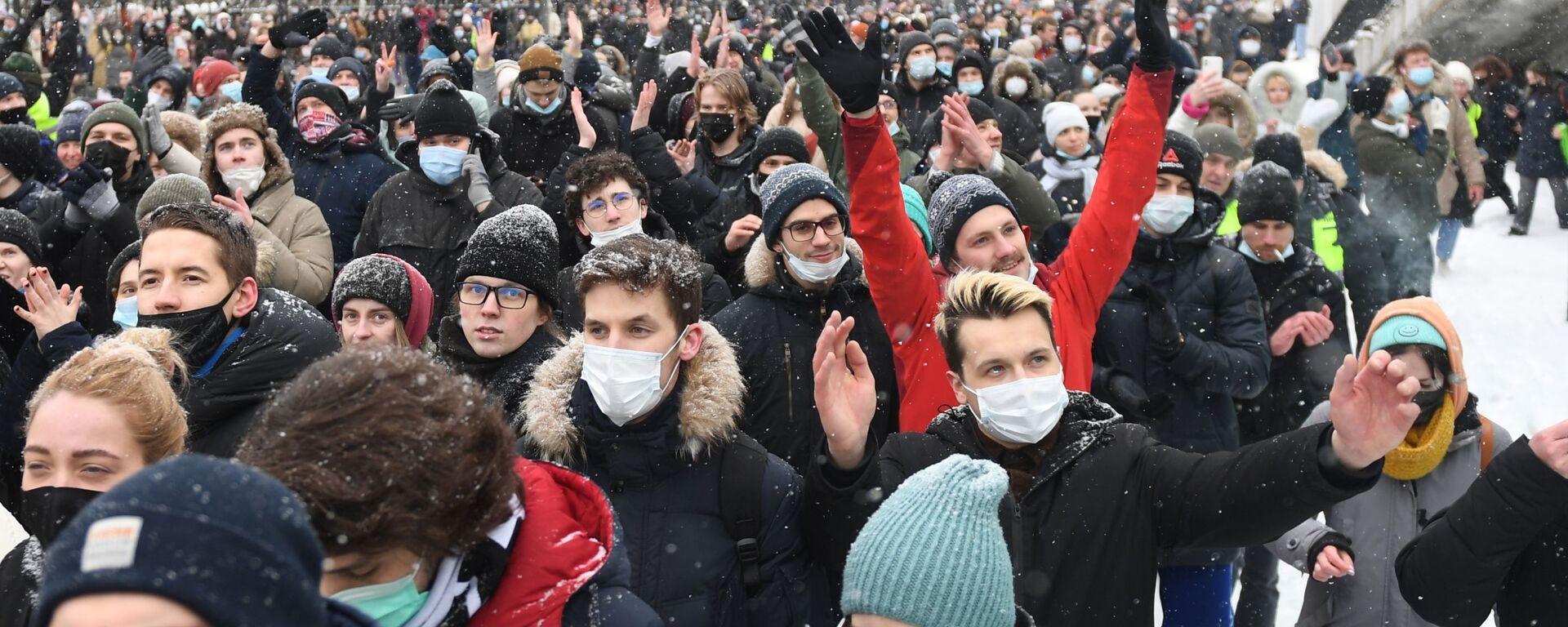 Участники несанкционированной акции сторонников Алексея Навального в Москве - Sputnik Грузия, 1920, 01.02.2021