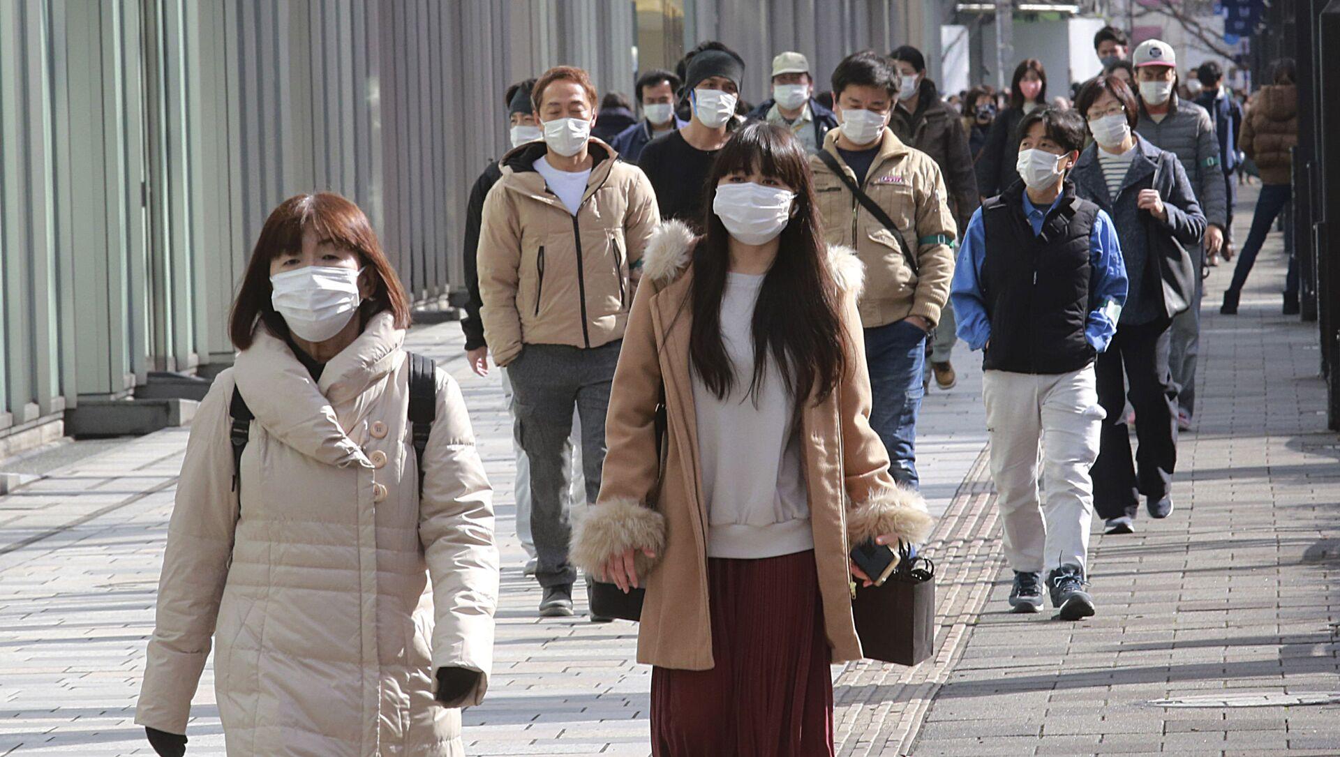 Пандемия коронавируса COVID 19 - люди в масках в Токио, Япония - Sputnik Грузия, 1920, 26.03.2021