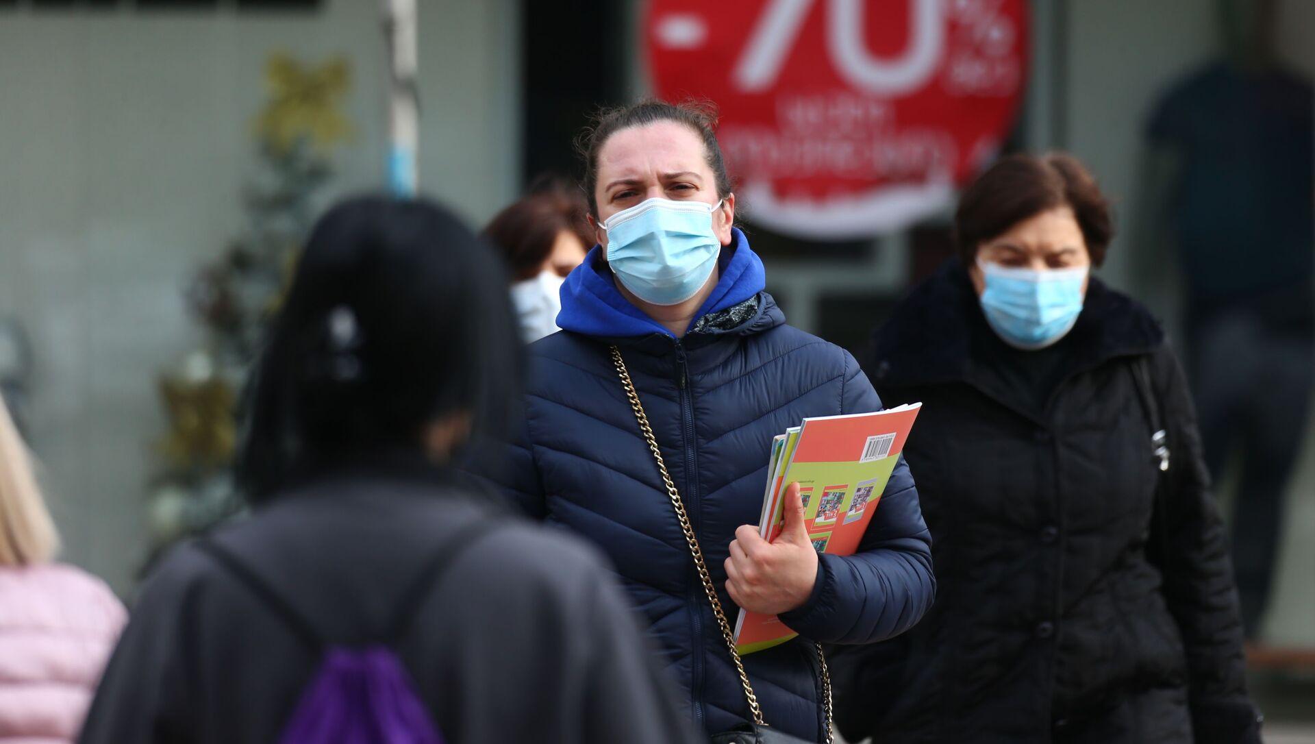 Эпидемия коронавируса - люди в масках в торговом центре - Sputnik Грузия, 1920, 03.02.2021