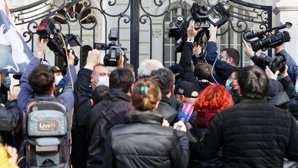 """""""ქართულმა მარშმა"""" პრეზიდენტის რეზიდენციაში შეჭრა სცადა - ვიდეო - Sputnik საქართველო"""