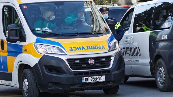 Скорая помощь 112 и патрульная полиция на месте происшествия - Sputnik Грузия