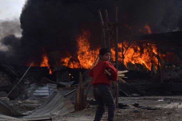 Этот кадр сделал сирийский фотограф Муниб Тайм (Mouneb Taim). Его провозгласили лучшим в категории Люди - Sputnik Грузия