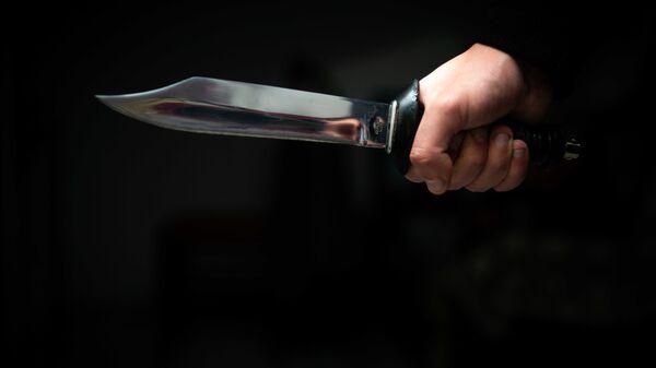 Человек с ножом в руке - Sputnik Грузия