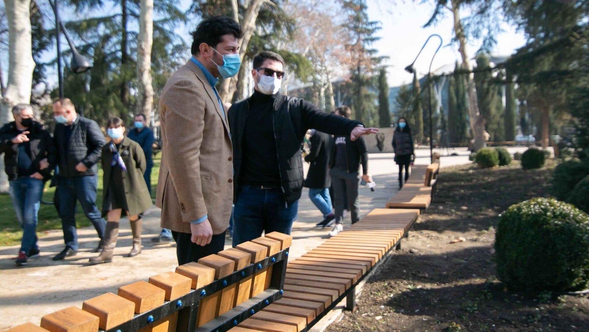 Мэр Тбилиси Каха Каладзе ознакомился с восстановлением парков Дедаена и 9 марта - Sputnik Грузия, 1920, 09.02.2021