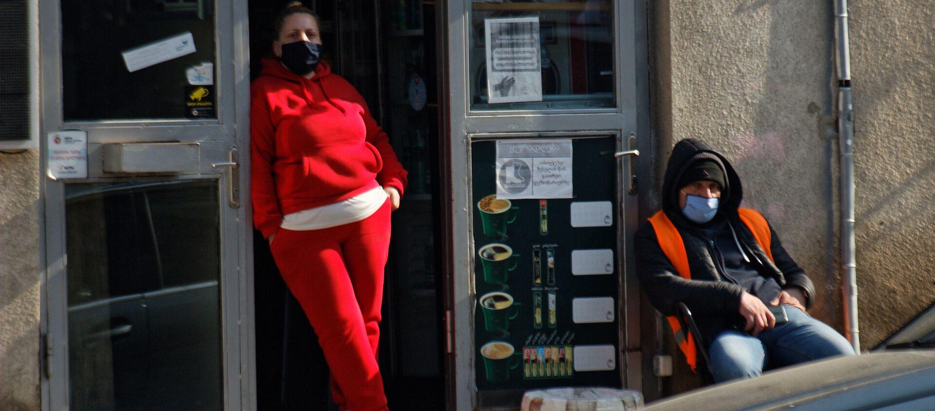 Эпидемия коронавируса - люди на улице в масках - Sputnik Грузия, 1920, 22.02.2021