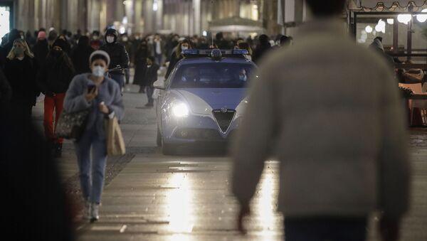 Итальянская полиция патрулирует улицы - Sputnik Грузия