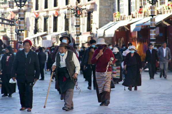Этот человек приехал в тибетскую Лхасу из городского округа Суйчжоу, провинция Хубей   - Sputnik Грузия