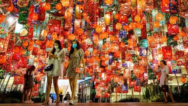 Новогодняя иллюминация в канун китайского Нового года - Sputnik Грузия
