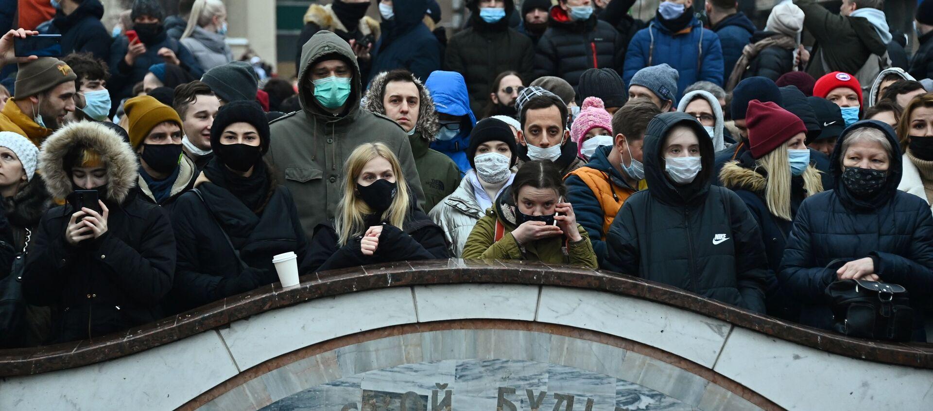 Участники несанкционированной акции сторонников Алексея Навального на Пушкинской площади в Москве - Sputnik Грузия, 1920, 11.02.2021