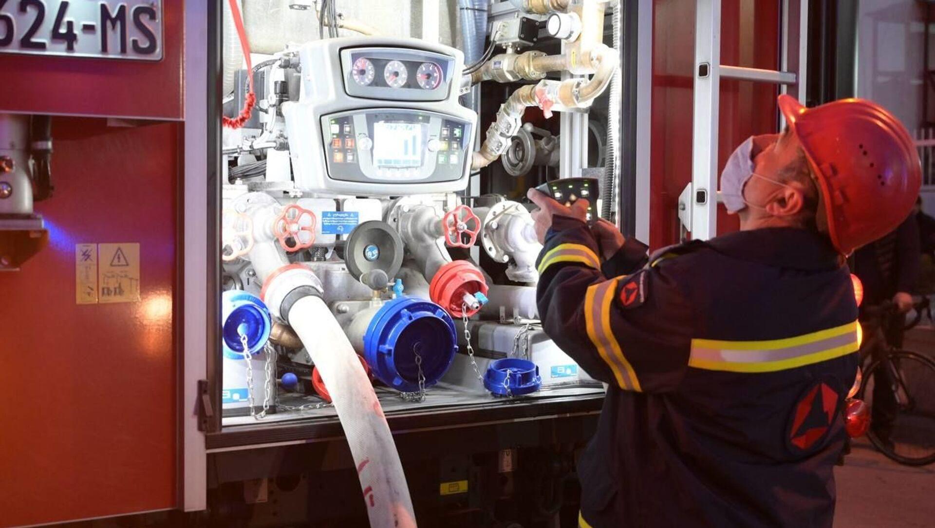 Пожарные спасатели на месте возгорания на рынке Элиава 12 февраля 2021 года - Sputnik Грузия, 1920, 16.04.2021