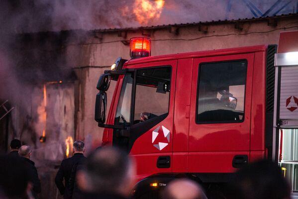 К счастью, удалось предотвратить распространение огня на соседние здания - Sputnik Грузия