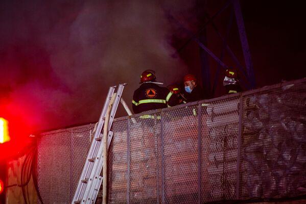 Если бы огонь перекинулся на территорию строительного рынка Элиава, это бы грозило большой катастрофой - Sputnik Грузия