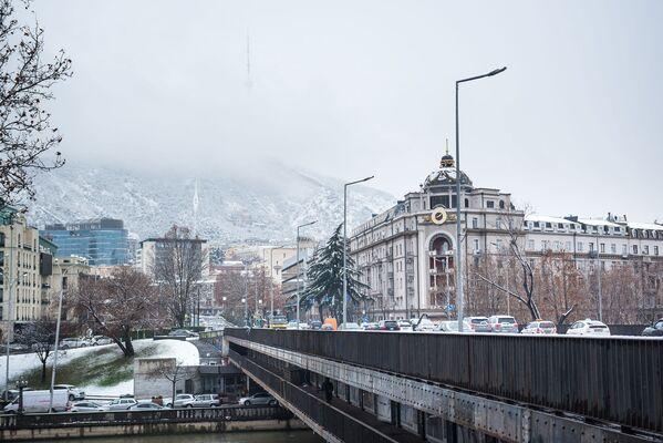 Но в тот день, когда идет снег и все вокруг покрывается туманом - наступает настоящая зима - Sputnik Грузия