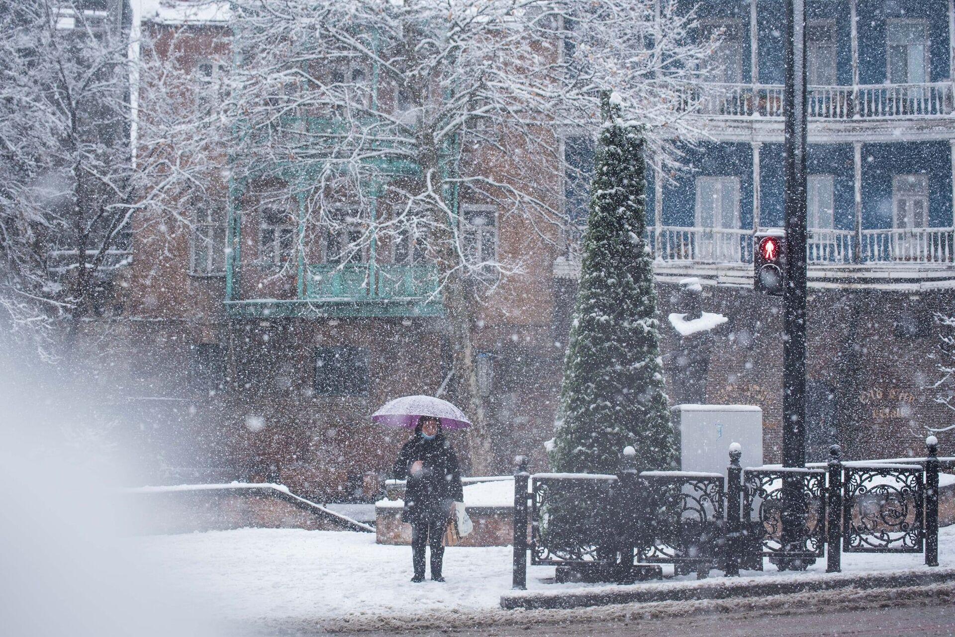 Снегопад в Тбилиси - старый город в снегу - Sputnik Грузия, 1920, 05.10.2021