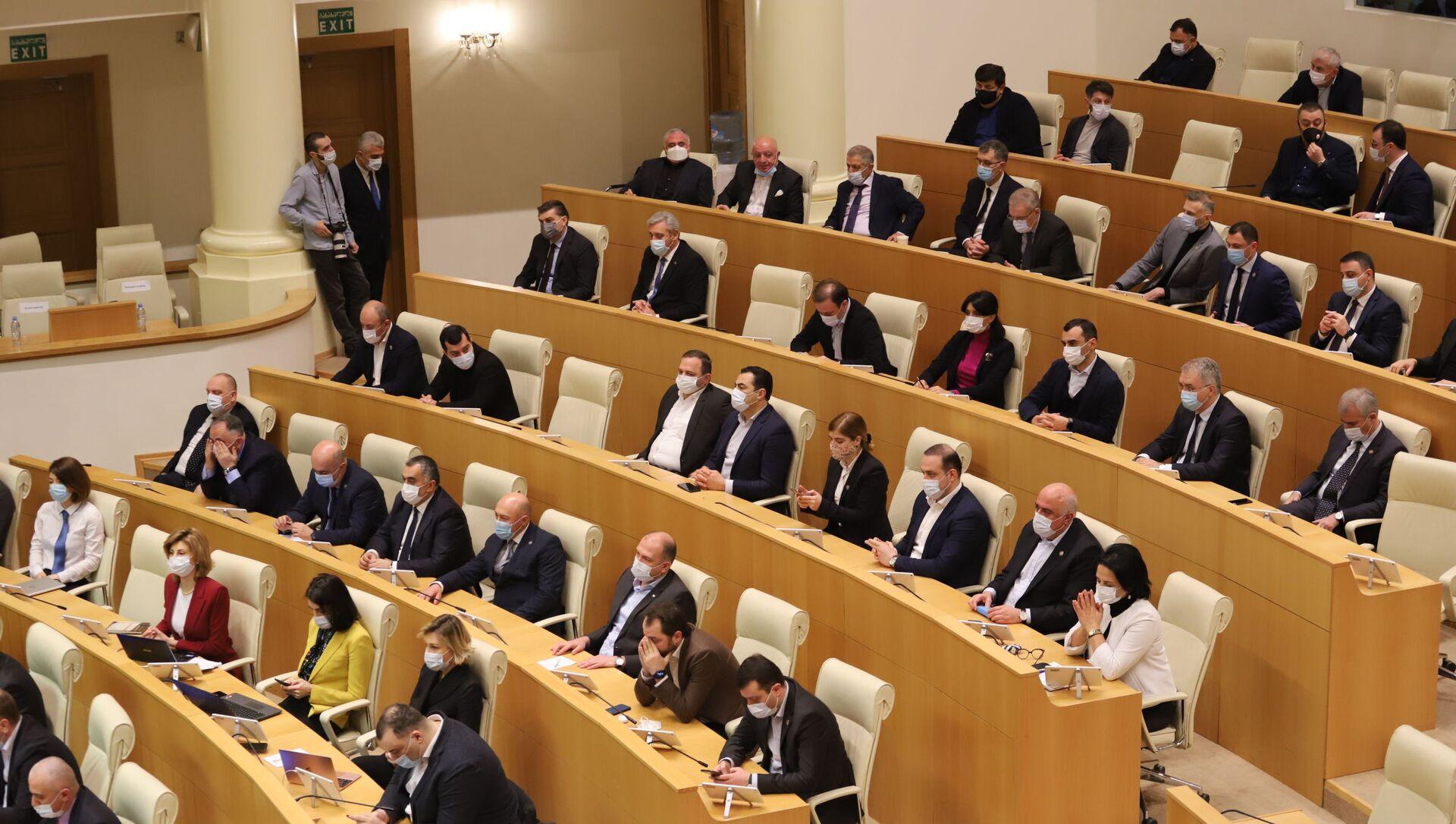 Депутаты парламента Грузии от правящей партии Грузинская мечта - Sputnik Грузия, 1920, 21.06.2021