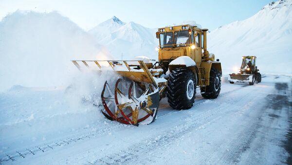 Снегоуборочная техника на участке военно-грузинской дороге - Sputnik Грузия