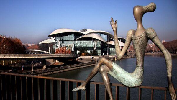 Тбилисские купола - Дом Юстиции и скультуры на мосту Бараташвили - Sputnik Грузия