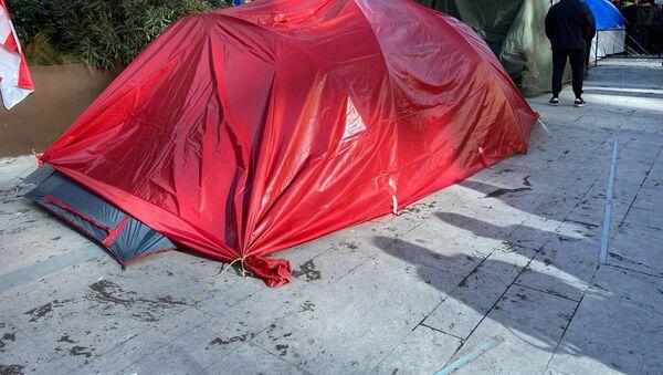 Палатки у здания Парламента Грузии. Акция протеста объединенной оппозиции 26 февраля 2021 года  - Sputnik Грузия