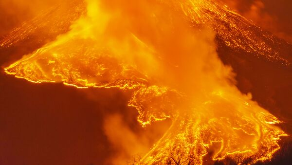 Извержение вулкана Этна на Сицилии - Sputnik Грузия