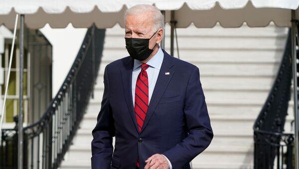 Джо Байден в маске - Sputnik Грузия