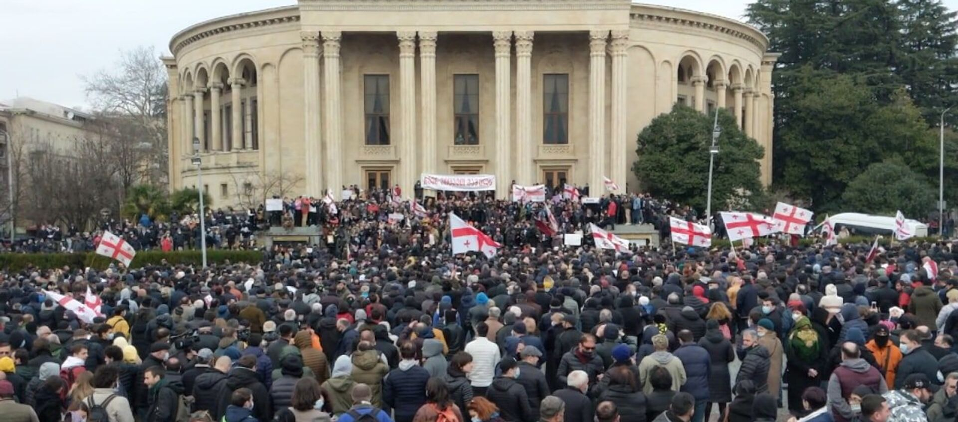 В центре Кутаиси прошла акция протеста против строительства Намахвани ГЭС - видео - Sputnik Грузия, 1920, 28.02.2021